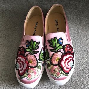 🌺🌺Dirty Laundry Satin Dusty Rose Walking Sneaker